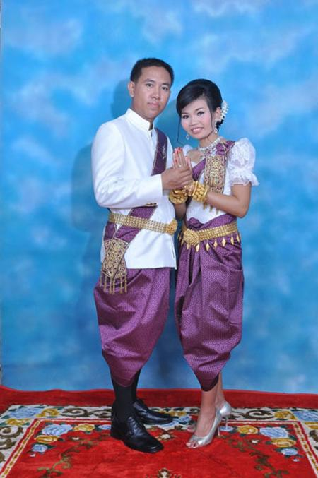 Traditional costumes of ten Southeast Asian countries ...