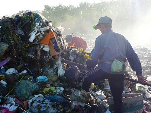 Scrap-iron collectors oppose government's plan to clear away rubbish dump