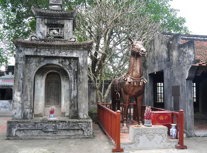 Unregistered objects expelled from Hanoi's temple