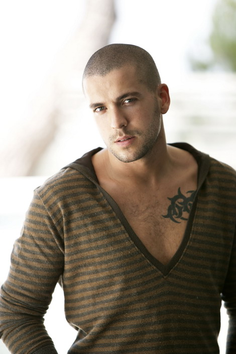 In the evening of March 17, Shayne Ward unexpectedly posted a status for Vietnamese fans on Facebook: ""