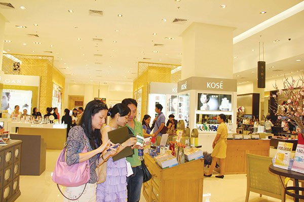 Retail chains live well, separate shopping malls get worn out