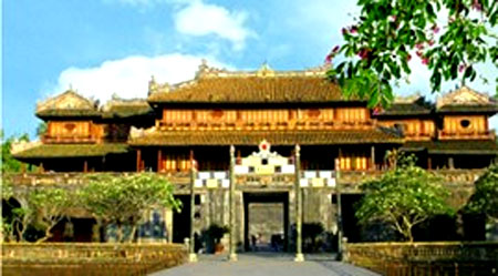 Hue, Golden Tourism Week, Imperial Palace, international tourists