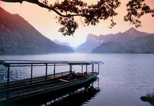 Ba Be on the list of 16 world's most beautiful lakes
