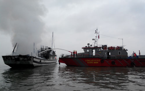 Ha Long Bay, fire boat, tourist boat