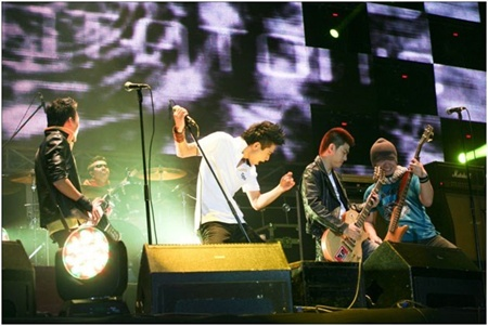 Popular bands to rock fans in summer concert in Hanoi, Saigon