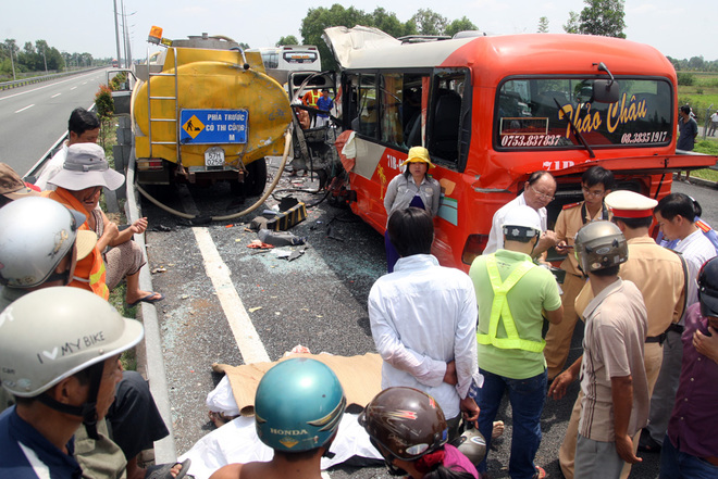 accident, trung luong expressway