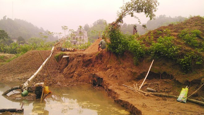 Farmers losing ground to sand mining
