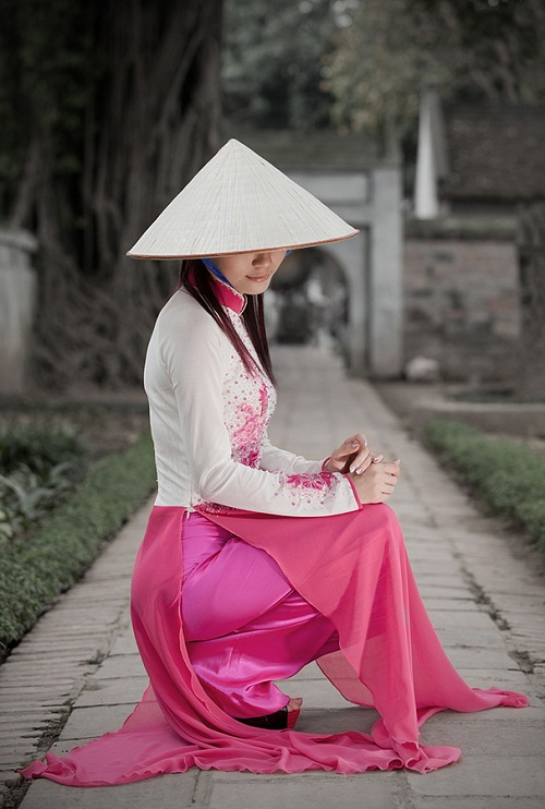 traditional brassieres, ao dai, vietnamese girls, Malcolm Fackender