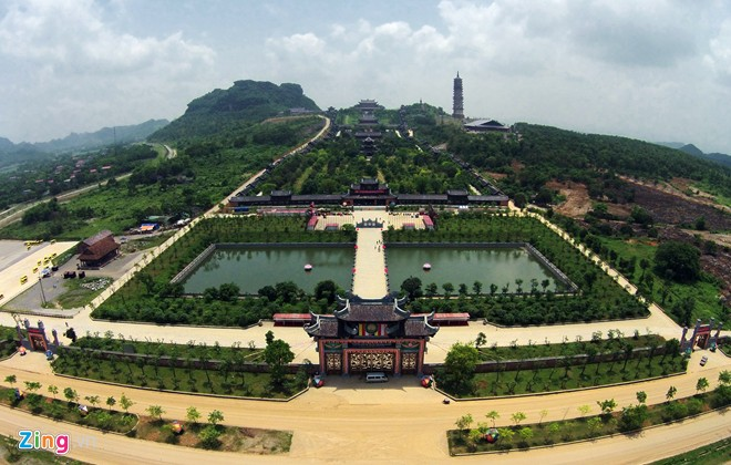 The largest temple in Southeast Asia viewed from flying cameras