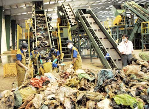 Hanoi to build nine solid waste plants