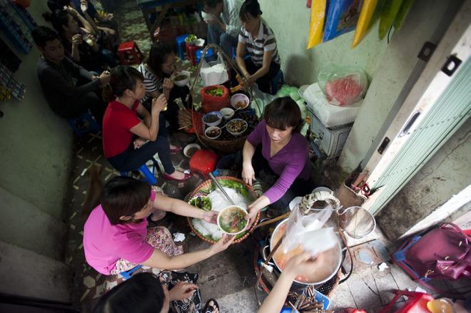 The best sidewalk restaurants in Hanoi