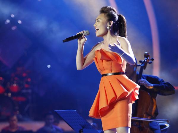 Nhat Thuy wins Vietnam Idol 2014