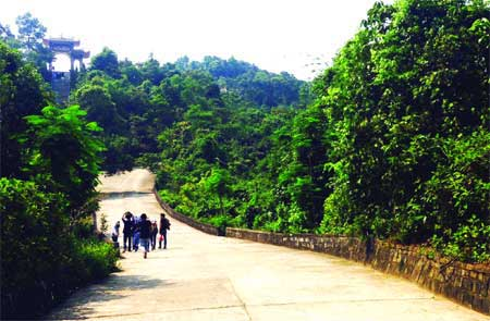 National park visitors venture into the wild