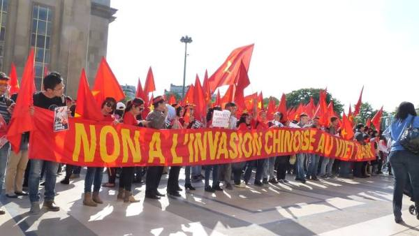 demonstration, OVs, Paris, East Sea