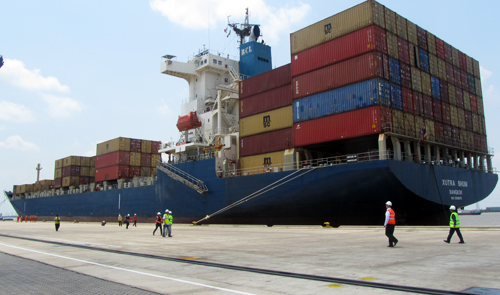 Saigon Port welcomes largest-ever cargo ship