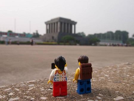 Traveling Lego couple visits Vietnam