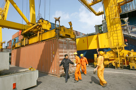 Hai Phong port: container handling fee in a mess