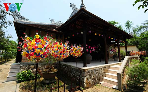 Hue, Thanh Tien Village, paper flowers