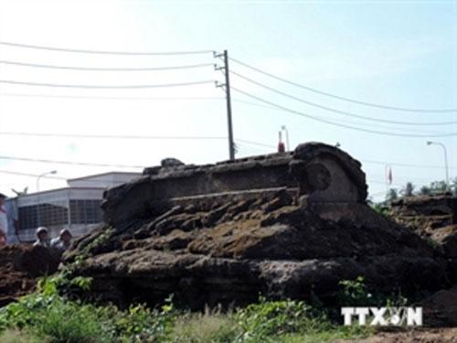 Mekong Delta, Ben Tre, old tombs