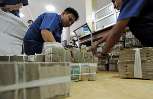 Vietnam banks compete for licenses to operate in Myanmar