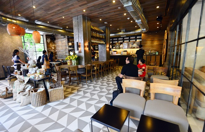 starbuck in vietnam The first starbucks in vietnam well, it has happened - starbucks has finally opened shop in the coffee capital of asia you may be wondering how starbucks will survive in the strong coffee culture of vietnam.