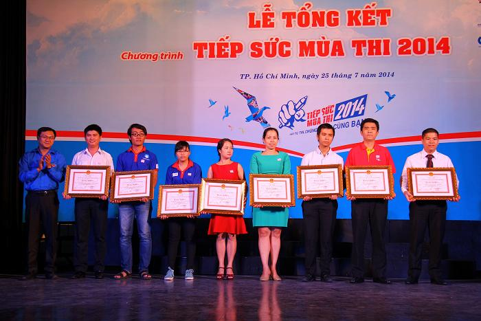 VietJet Air praised for assisting students in HCM City