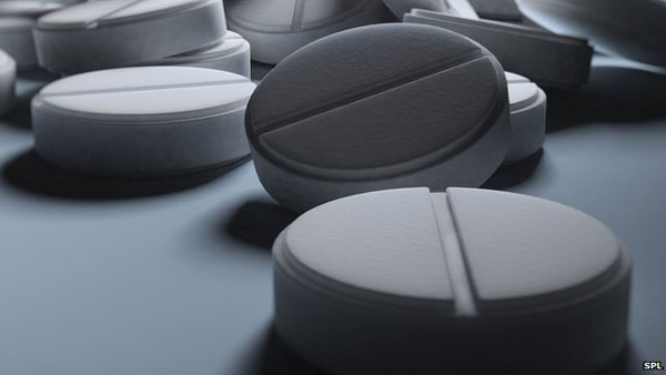 Daily aspirin 'cuts bowel and stomach cancer deaths'