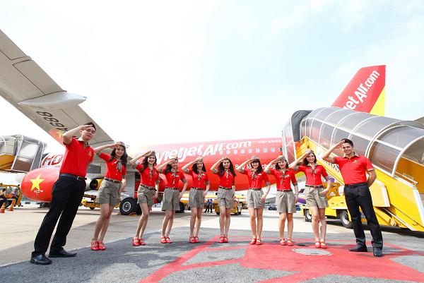 Do you want to join VietJet's cabin crew?