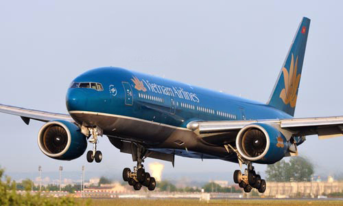 Vietnam Airlines and Vietjet Air to test the 'golden route'