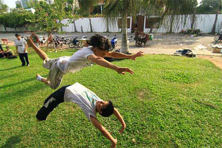 Vietnamese youth vie to turn tricks – Entertainment – Arts & Entertainment
