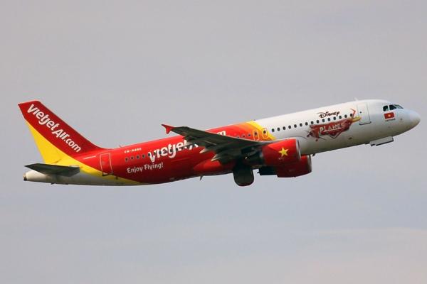 VietJet, VN Airlines test new Hanoi-HCM City route