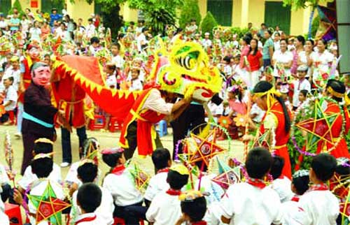 Children welcome Mid Autumn festival