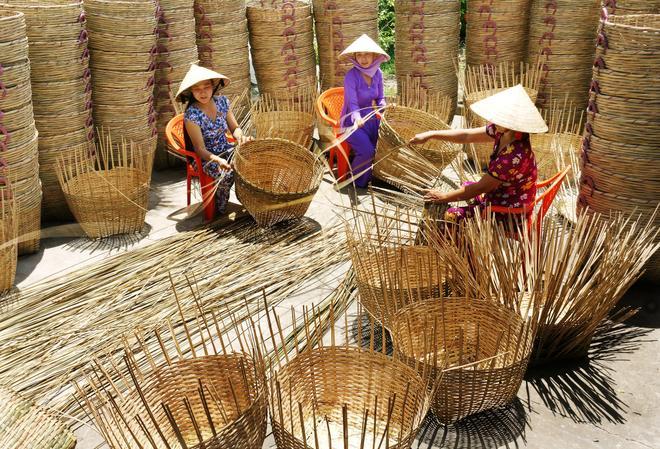 Traditional Basket Making : Impressive moments at vietnamese craft villages news