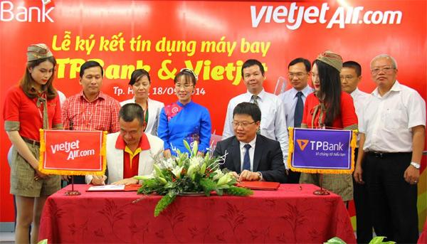 VietJet Air & Tien Phong Bank sign major credit deal