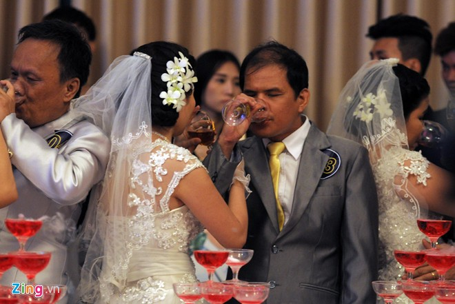 Photos: Mass weddings for people with disabilities in HCM City - News ...