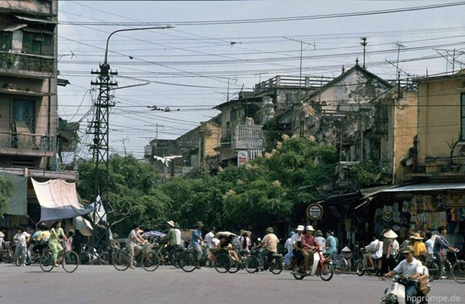 Exclusive pictures of Hanoi in 1991 by German photographer