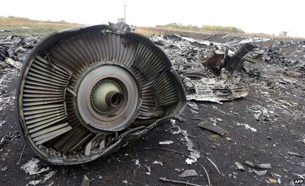 MH17 crash: Dutch minister says passenger 'wore oxygen mask'