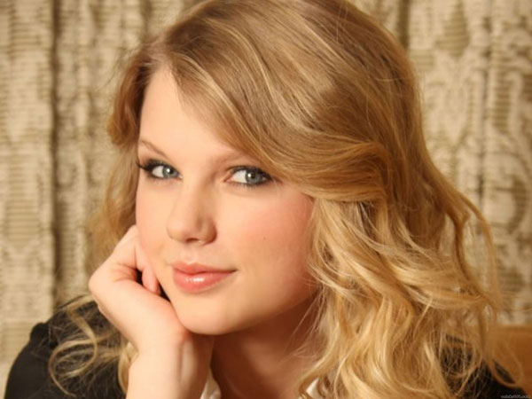Taylor Swift is named Billboard Woman of the Year 2014