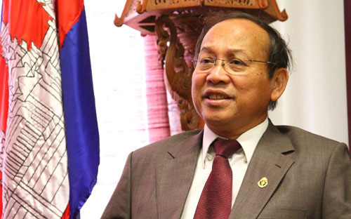 Cambodia, firms, Cambodia-Vietnam border, Cambodian leaders, peaceful solutions