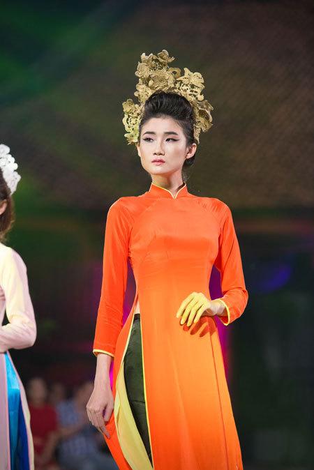 Miss Vietnam winners take part in ao dai fashion show ...