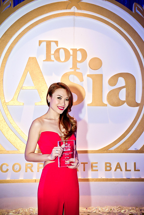 Pop star My Tam wins Asia's Music Legend Award