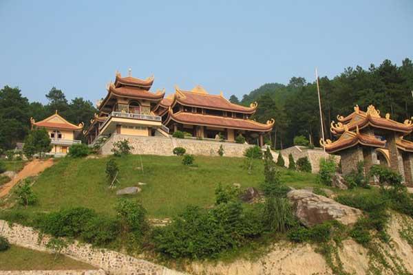 Vietnam, tourist attractions, Mot Cot Pagoda, Yen Tu Mountain