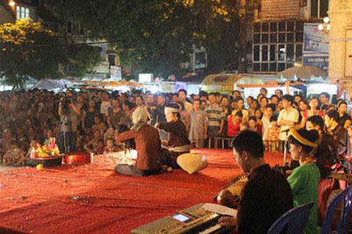 Busking enlivens Ha Noi's old quarter