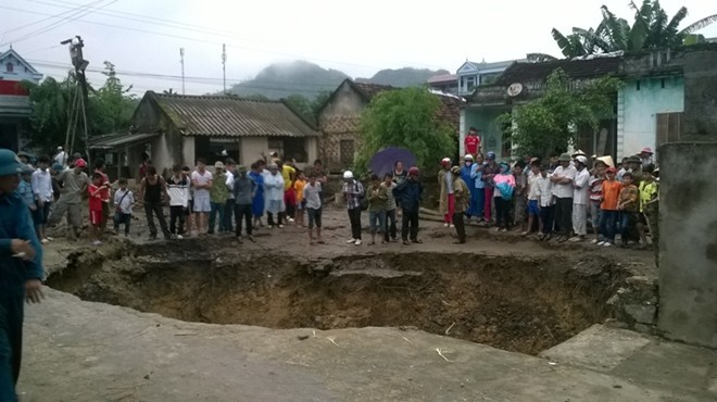 Giant hole in Thanh Hoa sinks again