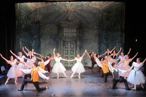 HCM City ballet stages free show