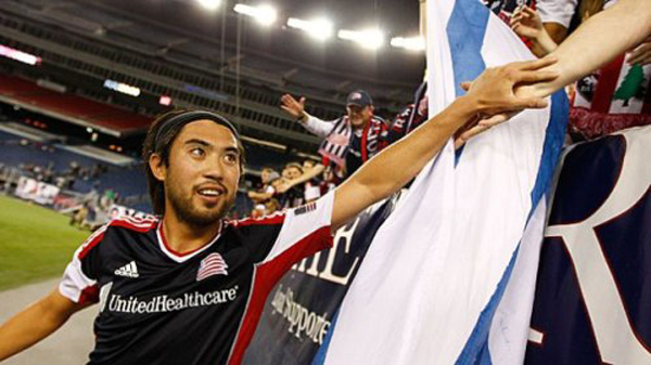 Hanoi T & T wants to bring Lee Nguyen back to V-League