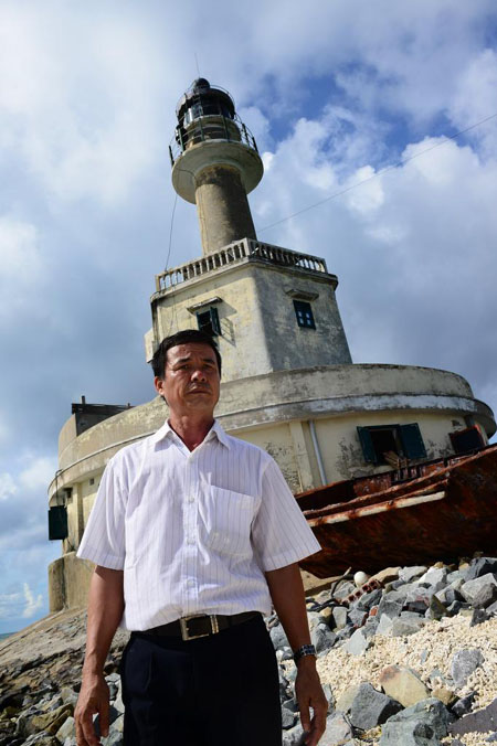 Bui Van Niem, lighthouse guard, truong sa, spratly islands