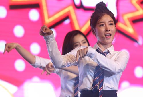 korean girlband tara in vietnam news vietnamnet