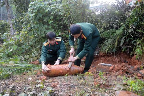 US bomb, bombs and mines, UXO, war explosive ordinance