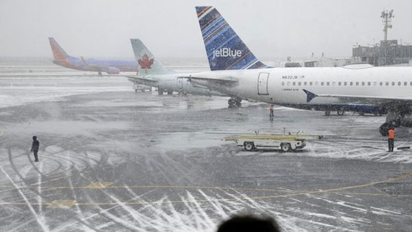 New York shuts down as 'historic' snowstorm approaches